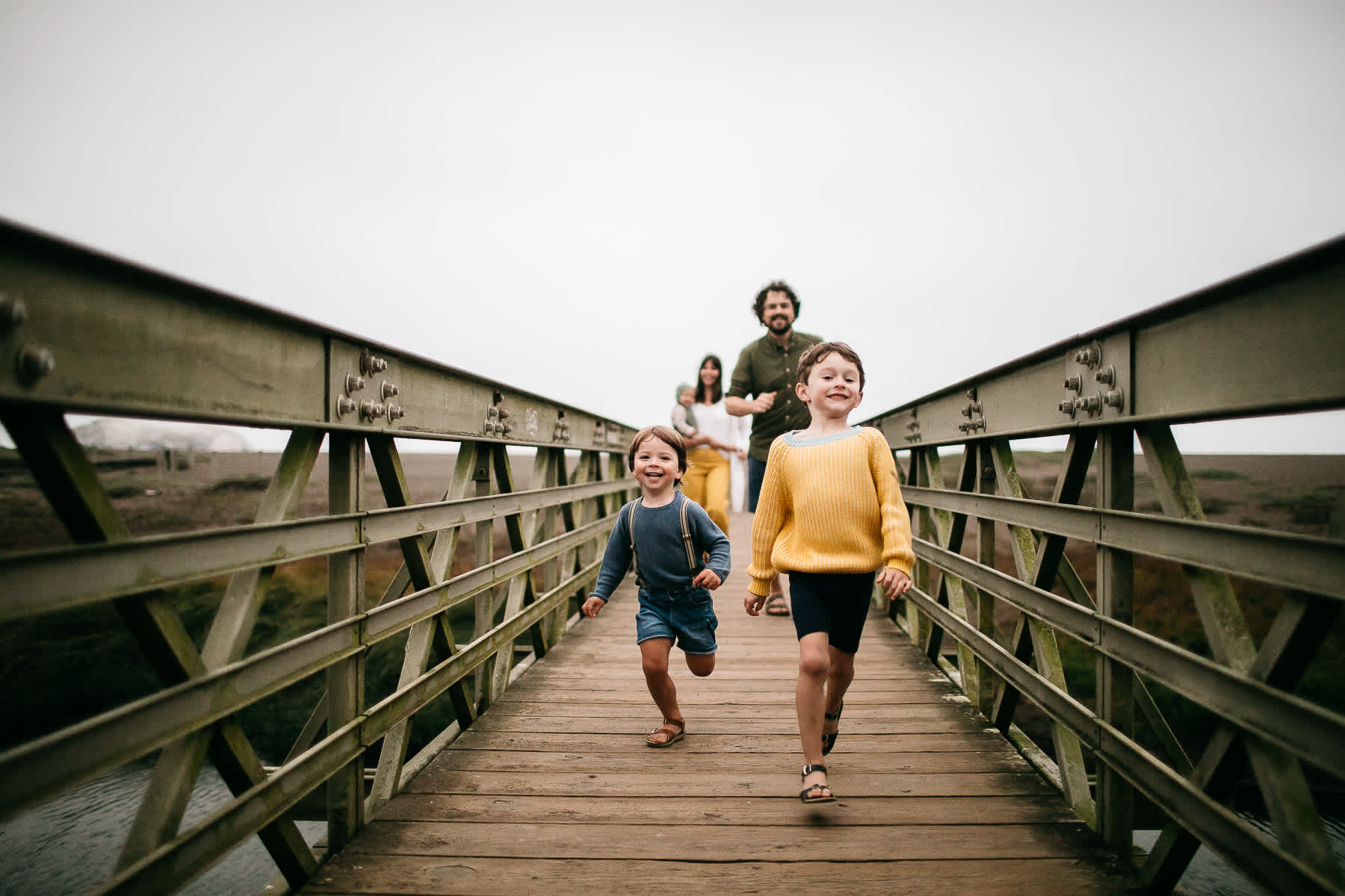 rode-beach-summer-gloomy-family-session-44