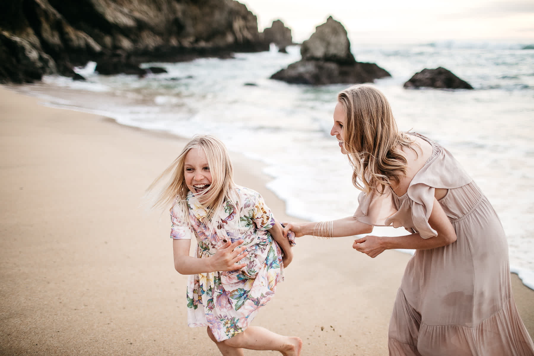 half-moon-bay-ca-sunset-family-lifestyle-session-golden-light-27