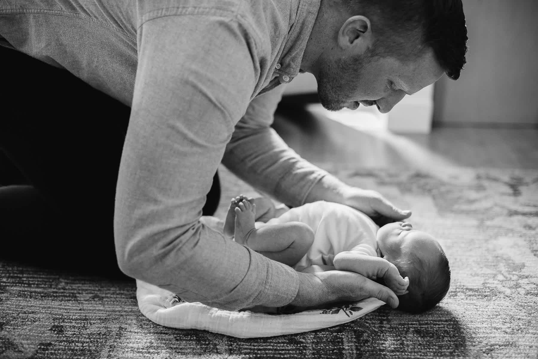 san-francisco-lifestyle-in-home-newborn-with-dog-62