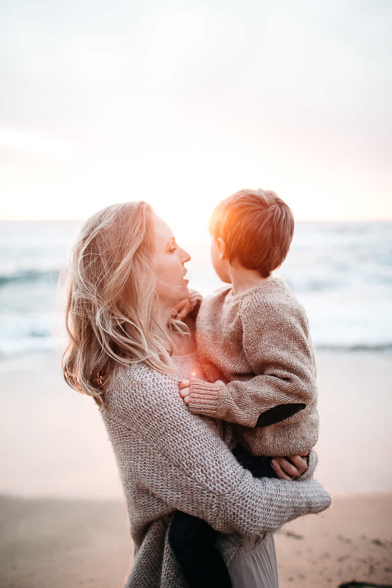 half-moon-bay-ca-sunset-family-lifestyle-session-golden-light-54