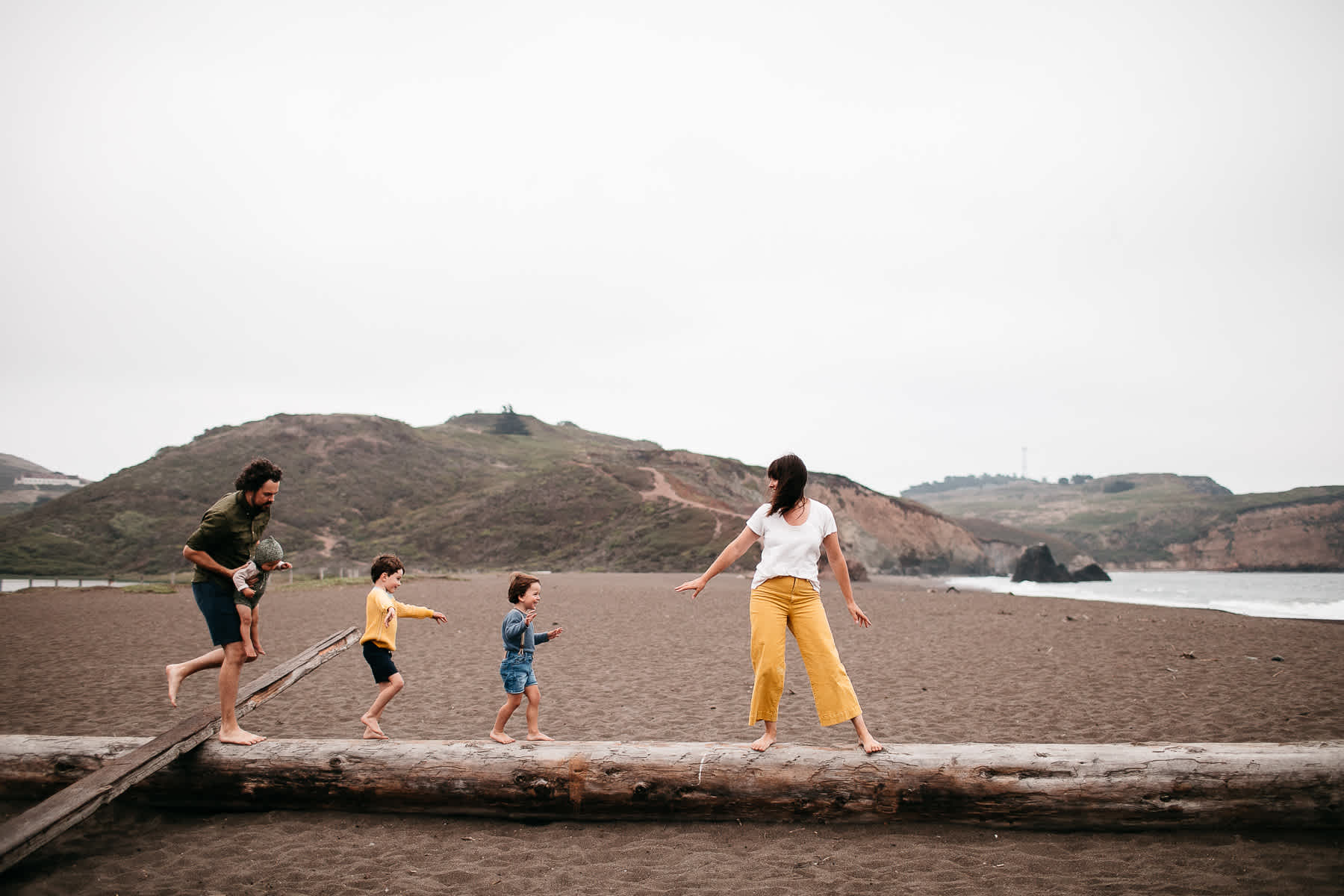 rode-beach-summer-gloomy-family-session-15