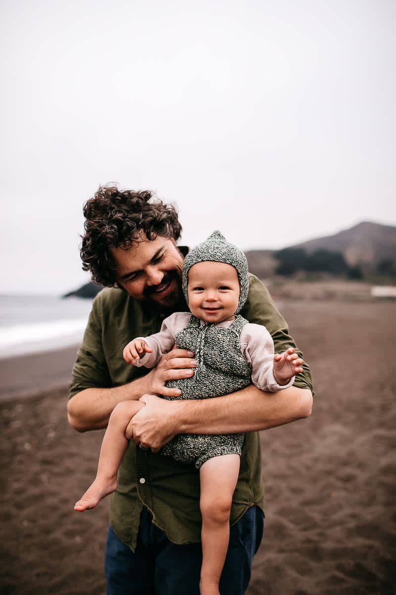 rode-beach-summer-gloomy-family-session-29