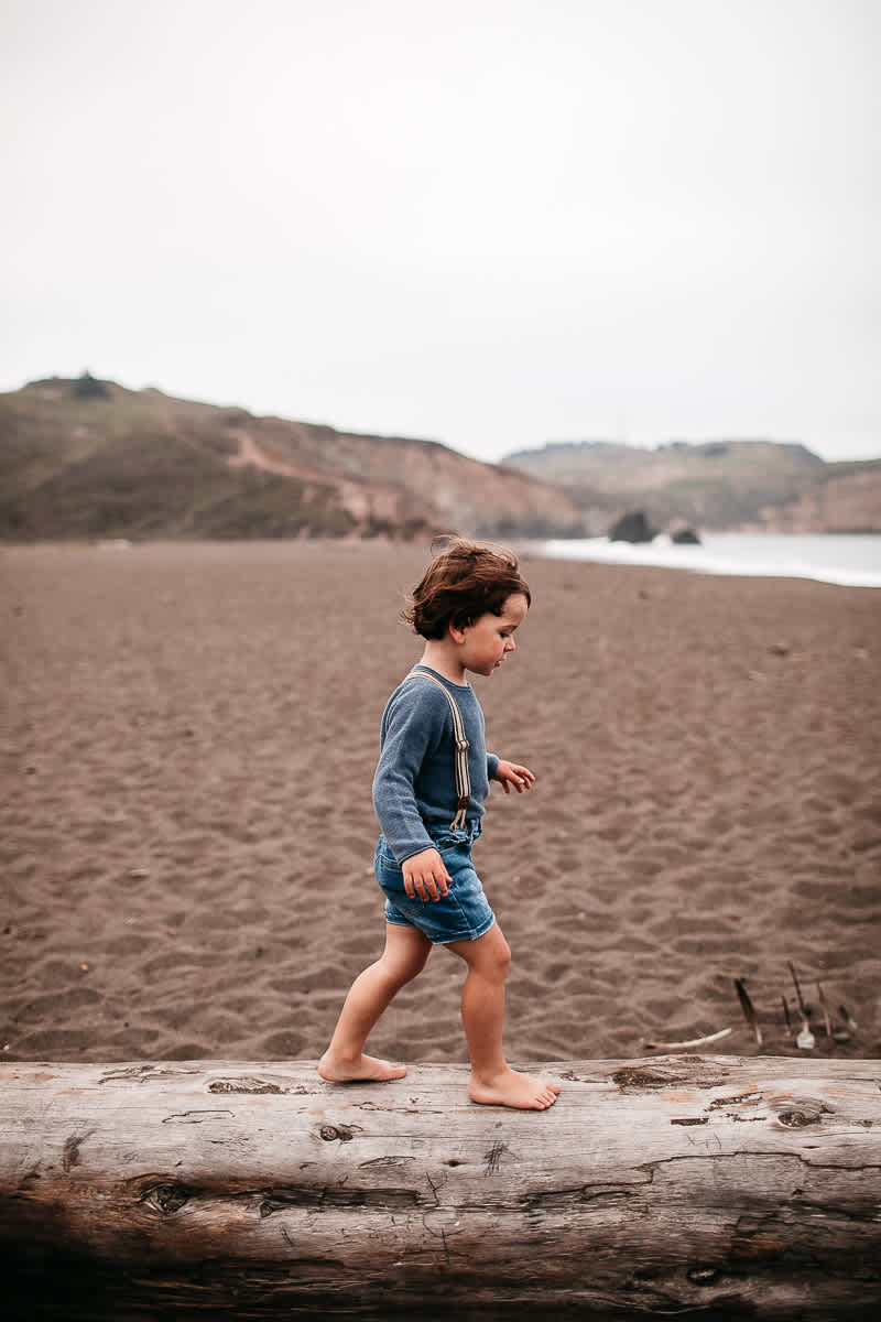 rode-beach-summer-gloomy-family-session-24