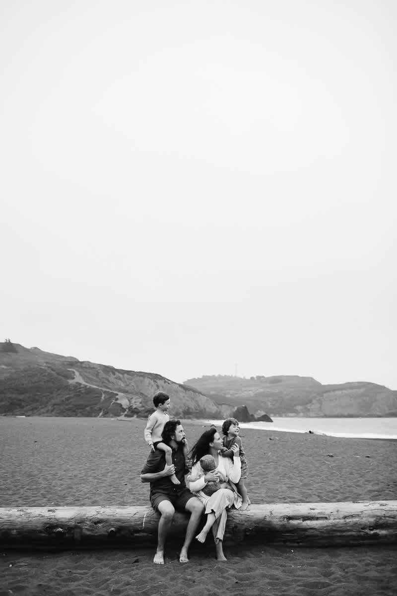 rode-beach-summer-gloomy-family-session-34