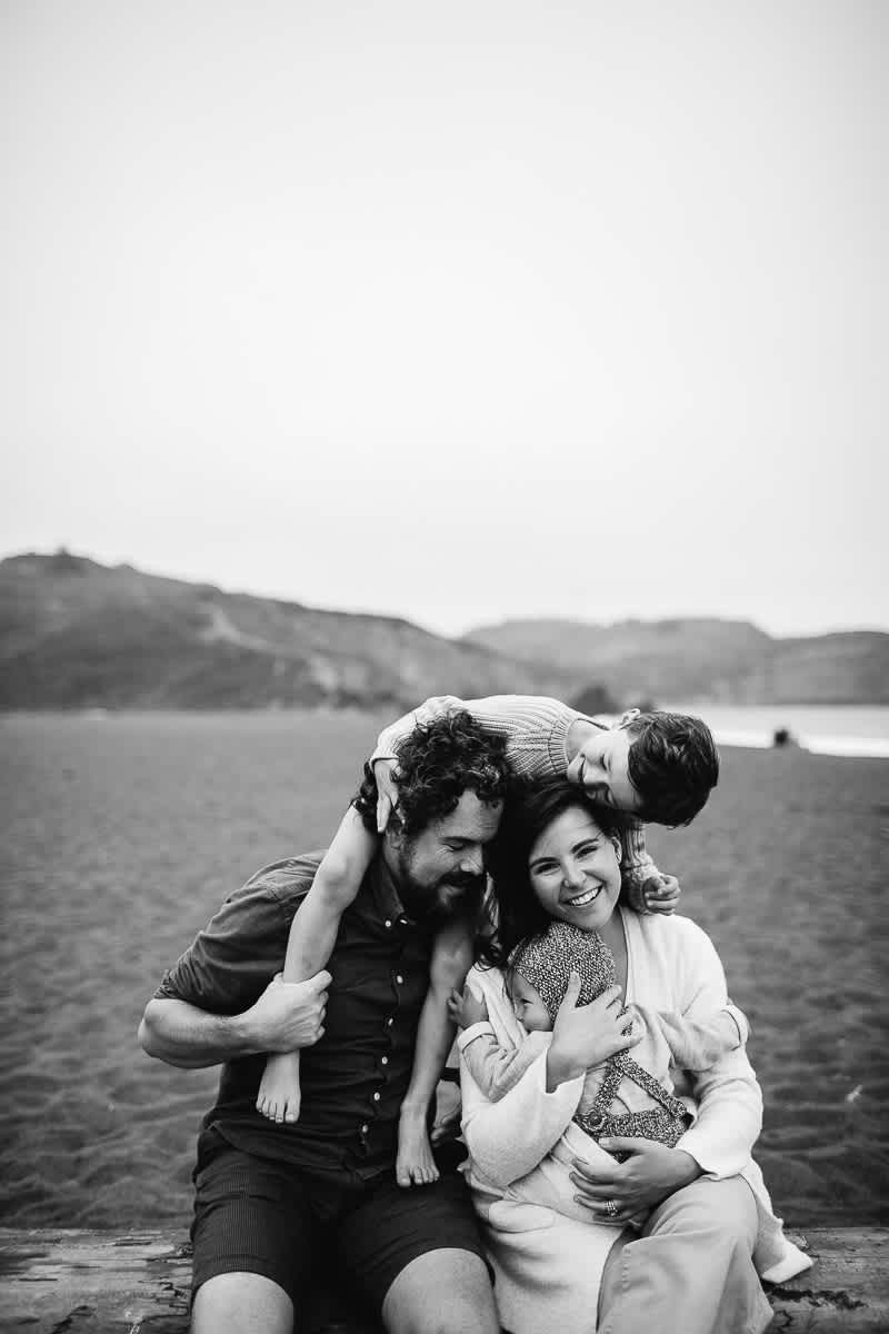 rode-beach-summer-gloomy-family-session-31