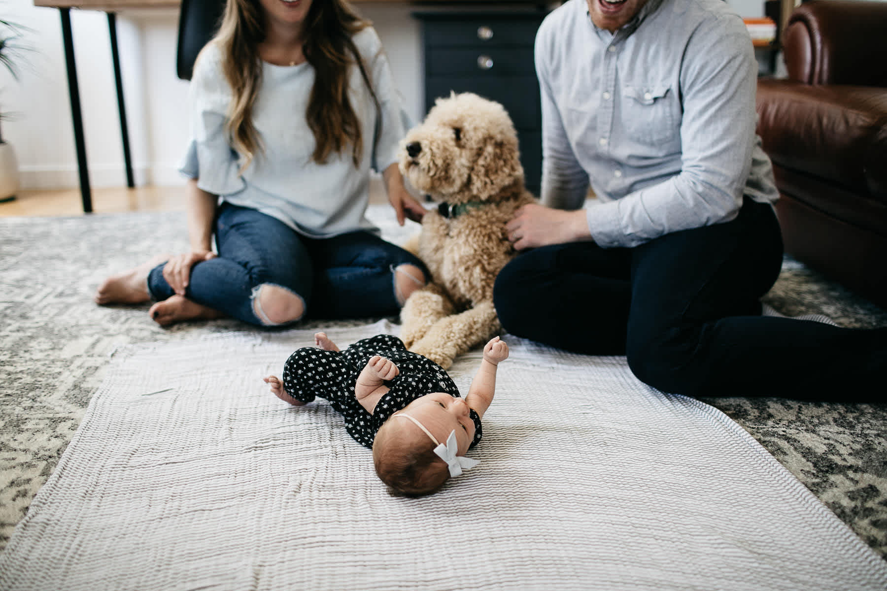 san-francisco-lifestyle-in-home-newborn-with-dog-21