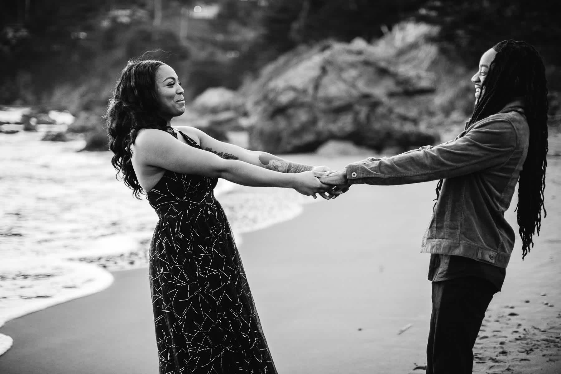 muir-beach-ca-spring-lifestyle-engagement-session-37