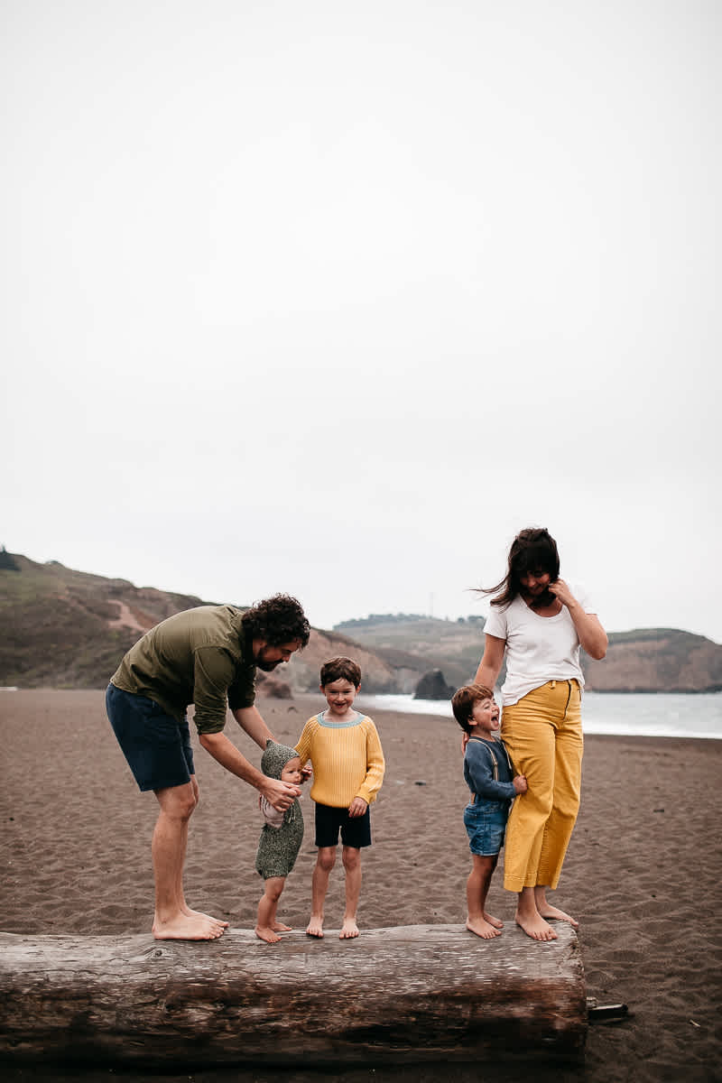 rode-beach-summer-gloomy-family-session-17