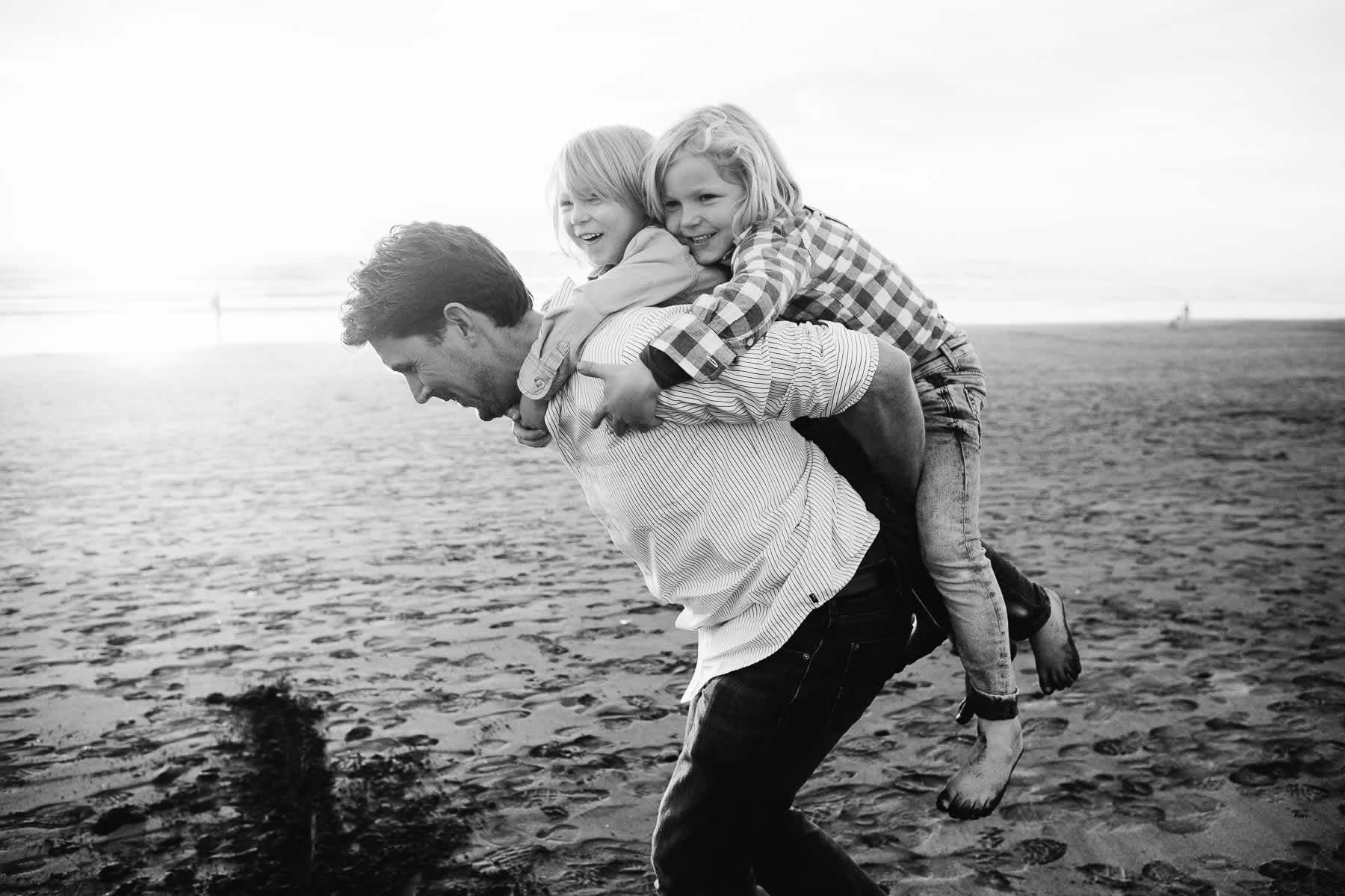 piggy-back-lifestyle-session-ocean-beach-sf