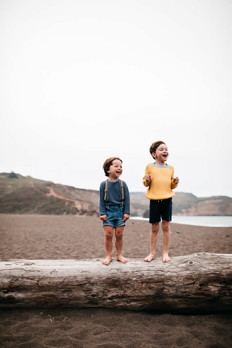 rode-beach-summer-gloomy-family-session-25