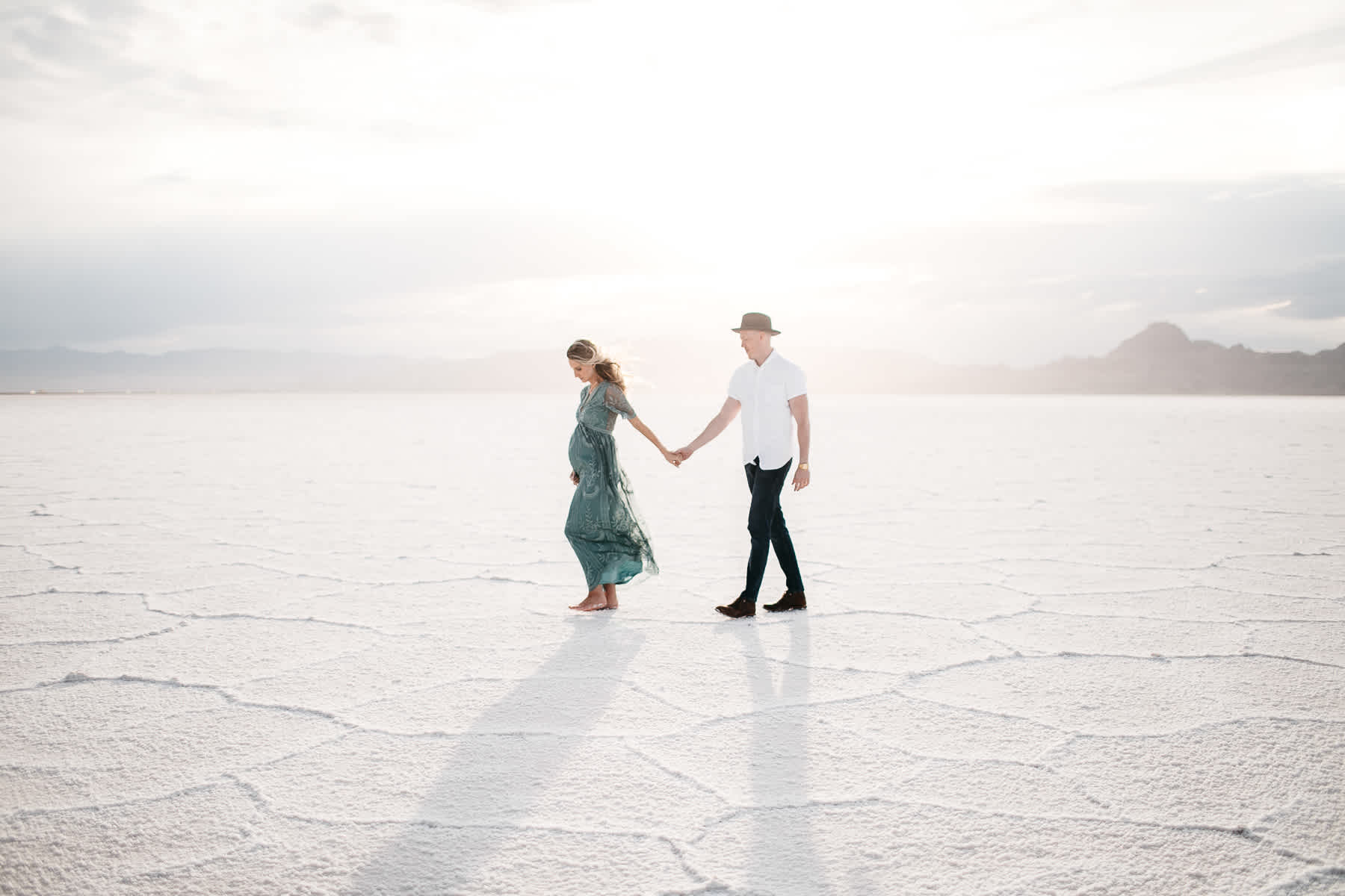 bonneville-utah-salt-flats-lifestyle-maternity-shoot-52