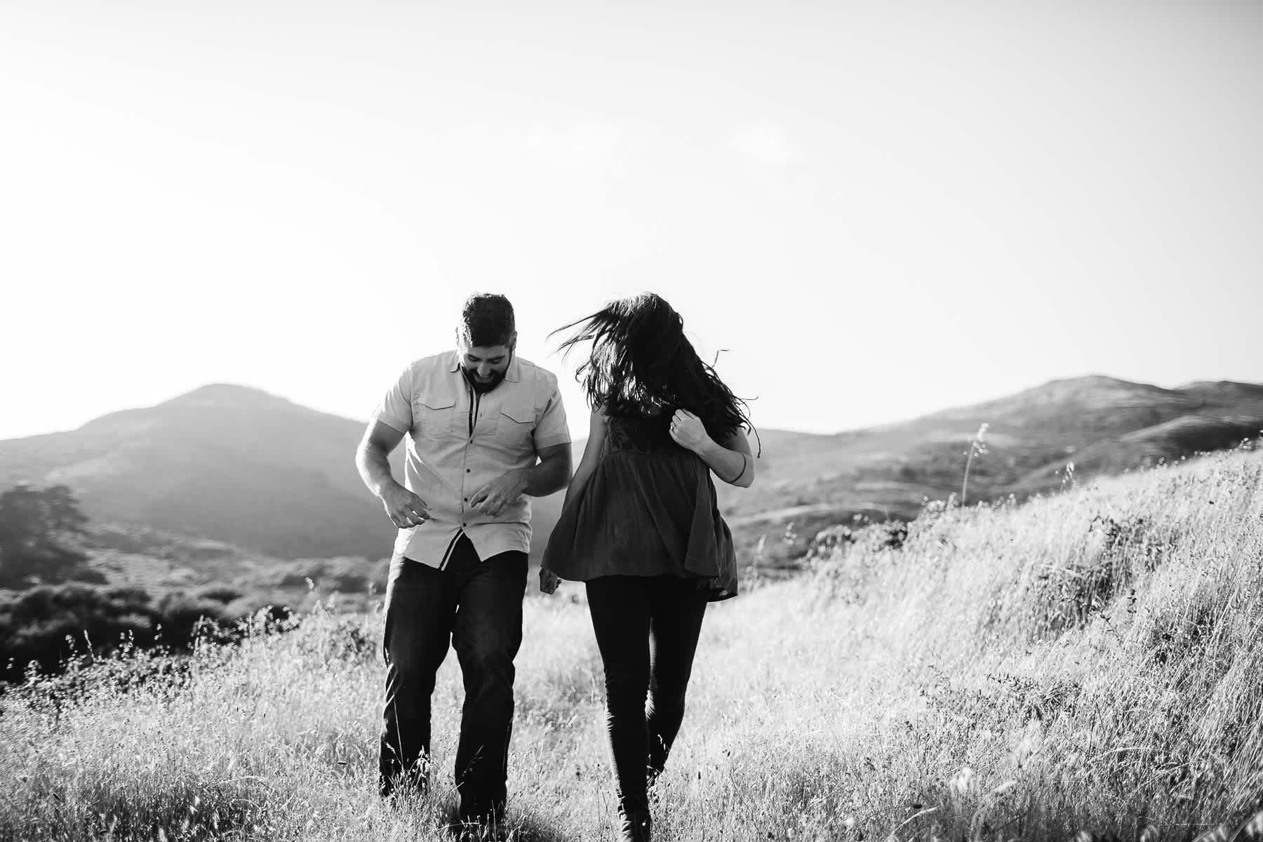 marin-headlands-rodeo-beach-lifestyle-laughter-engagement-session-8