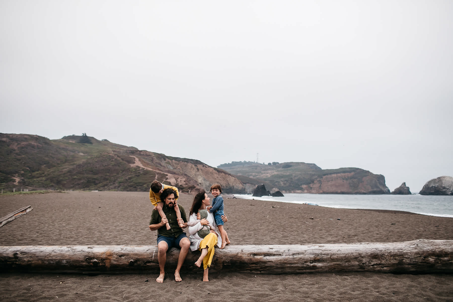 rode-beach-summer-gloomy-family-session-36