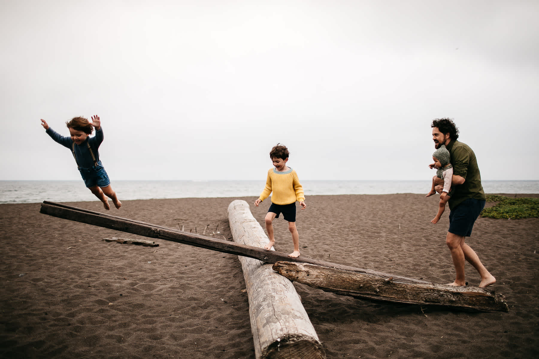 rode-beach-summer-gloomy-family-session-1