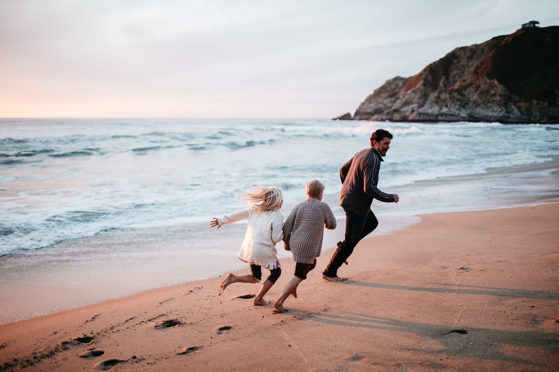 half-moon-bay-ca-sunset-family-lifestyle-session-golden-light-55