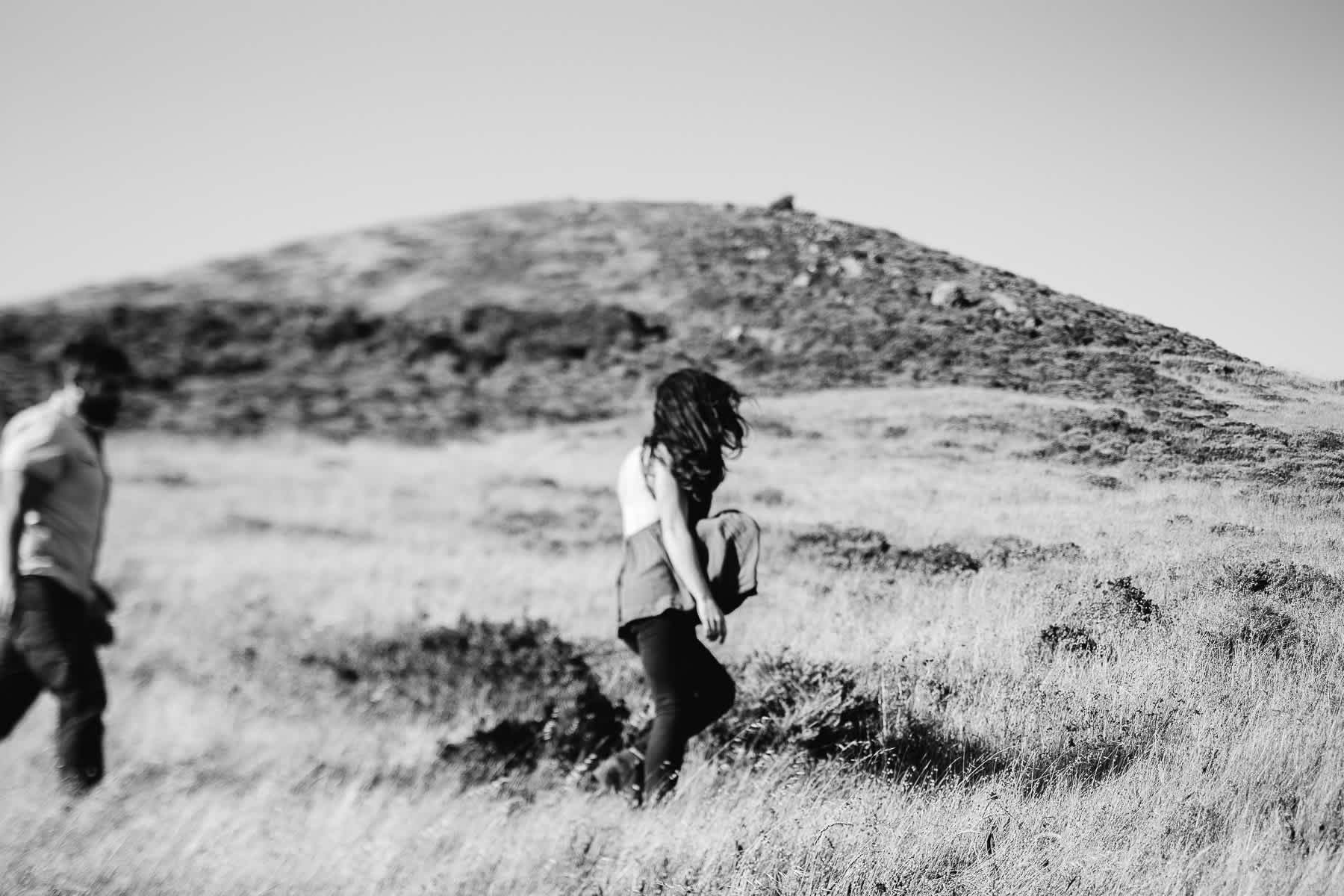 marin-headlands-rodeo-beach-lifestyle-laughter-engagement-session-14