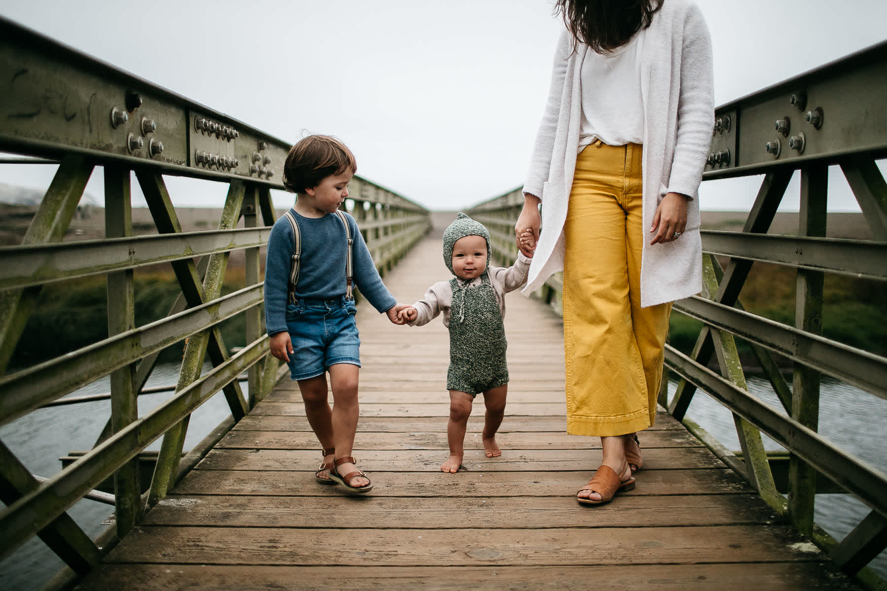 rode-beach-summer-gloomy-family-session-41