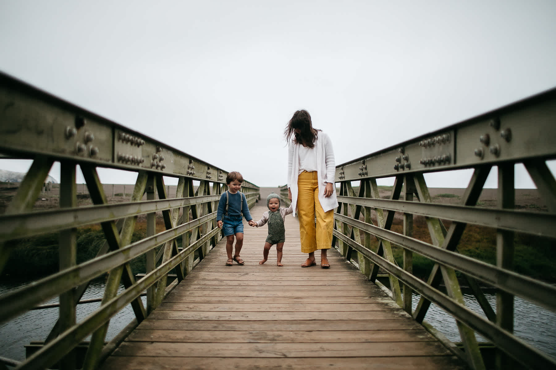 rode-beach-summer-gloomy-family-session-40