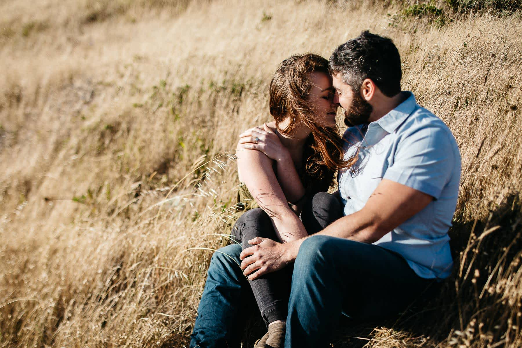 marin-headlands-rodeo-beach-lifestyle-laughter-engagement-session-13