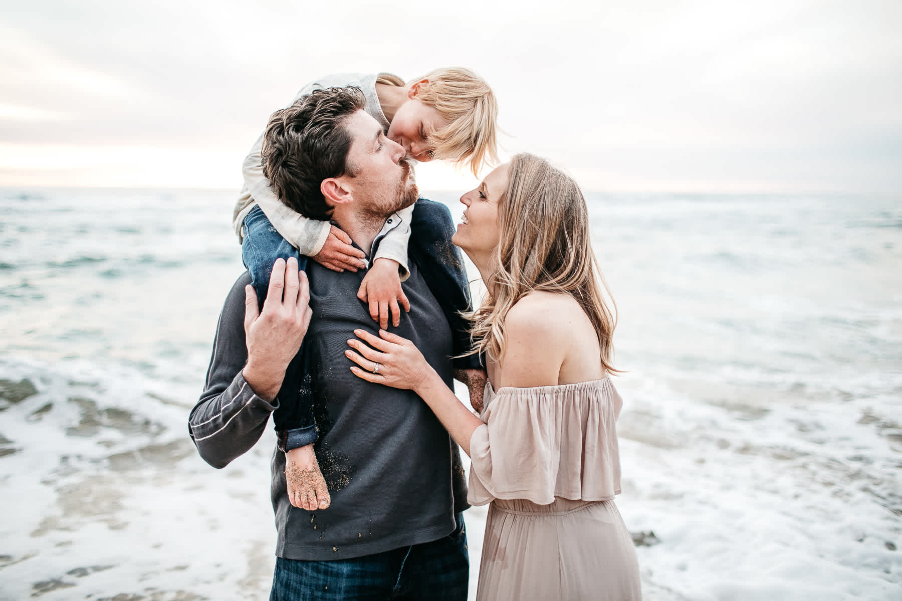 half-moon-bay-ca-sunset-family-lifestyle-session-golden-light-34