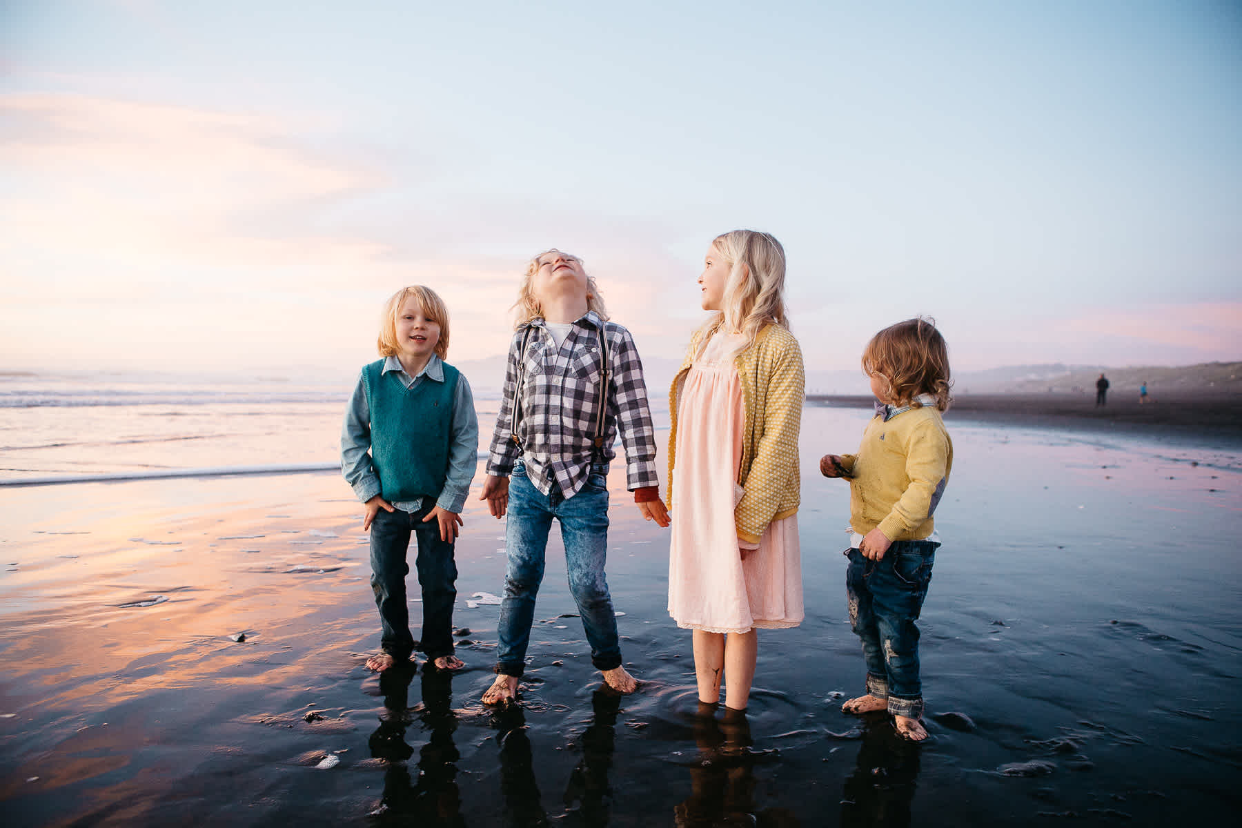 four-kids-lifestyle-session-ocean-beach