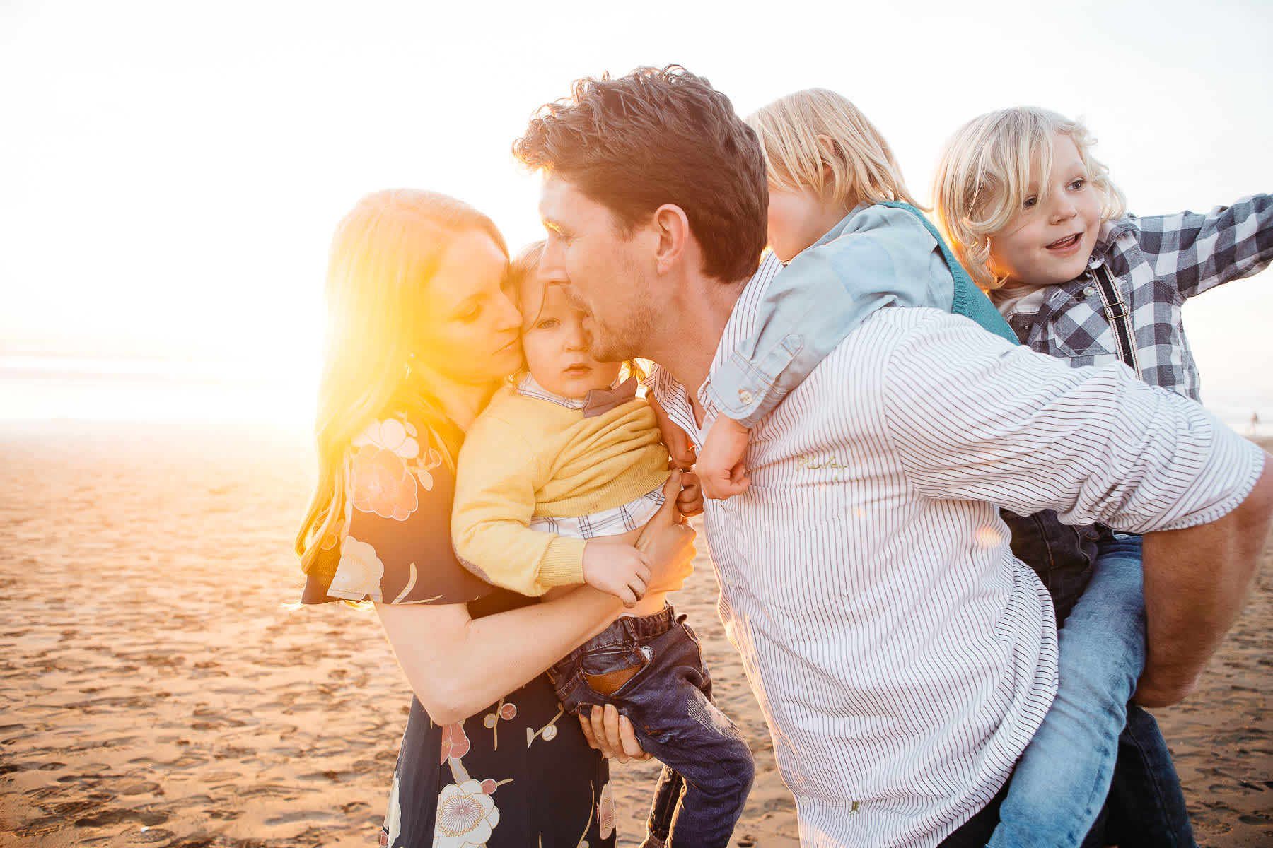 golden-light-ocean-beach-family-playing-lifestyle-session
