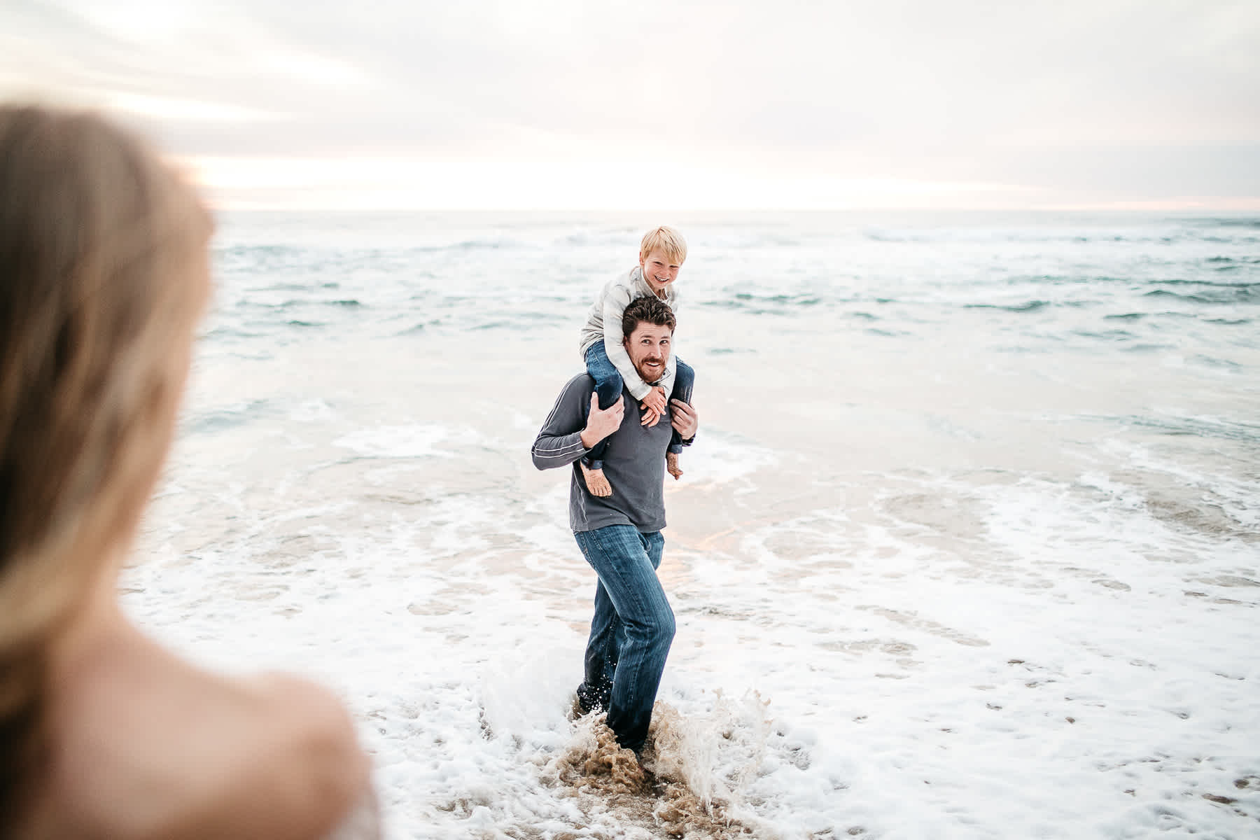 half-moon-bay-ca-sunset-family-lifestyle-session-golden-light-33