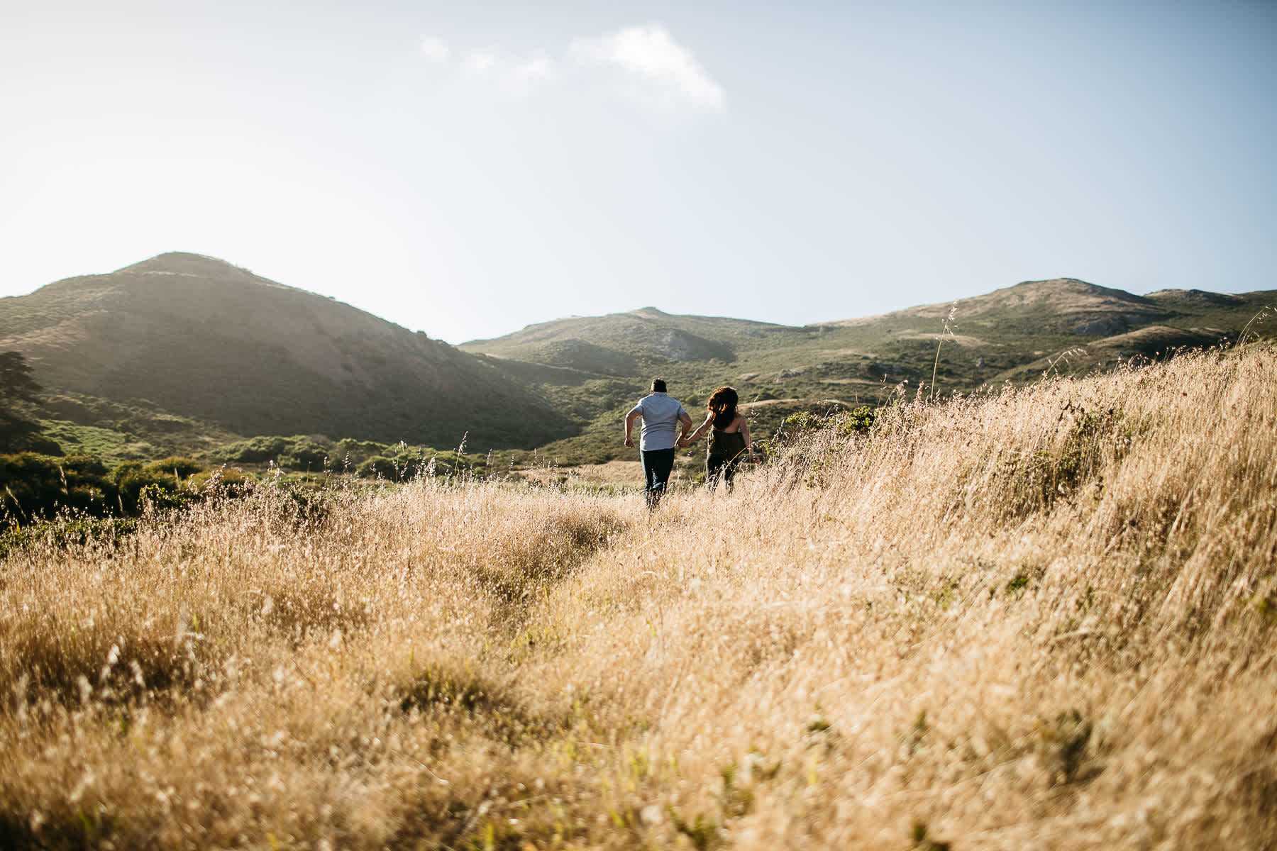 marin-headlands-rodeo-beach-lifestyle-laughter-engagement-session-6