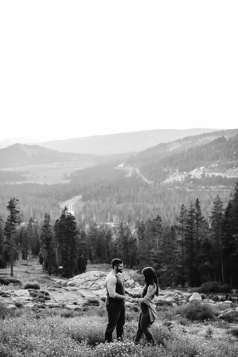lake-tahoe-forest-donner-sunset-couple-session-12