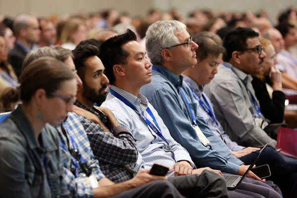 Attendees observe a session at IDWeek 2017