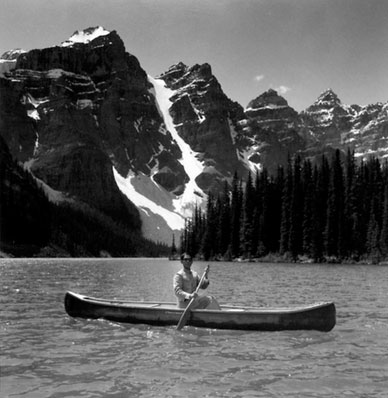 Tseng Kwong Chi, Lake Moraine, Northwest Territories, 1986