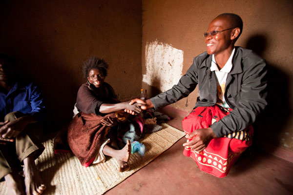 A community health worker meets with an HIV-positive pregnant woman at her home. (Credit: Baylor College of Medicine Children's Foundation -- Malawi/Chris Cox)