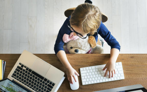 6 Ways to Limit Screen Time (Without Being the Bad Guy)