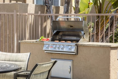 Outdoor barbecue grill with dining area
