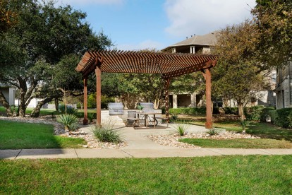 Courtyards with barbeques and outdoor dining