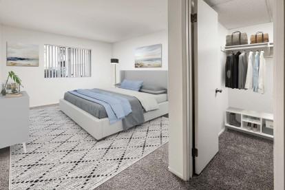 Bedroom ensuite walk in closet