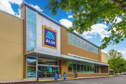Shopping area with aldi grocery store