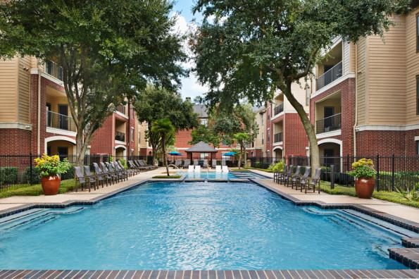 Pool at Camden Farmers Market Apartments in Dallas, TX