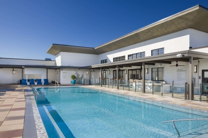 Rooftop pool with sun shelf