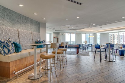 Resident clubroom with ample seating and views of Nashville