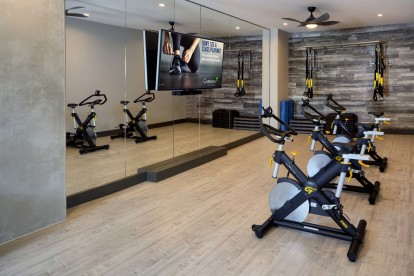 Spin studio with an on-demand virtual trainer