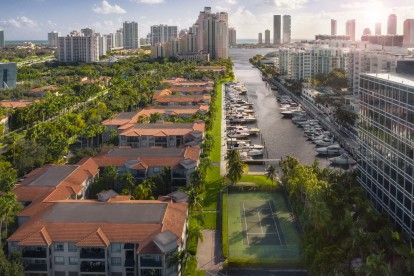 Intercoastal waterway close to nightlife shopping and retail with outdoor tennis courts