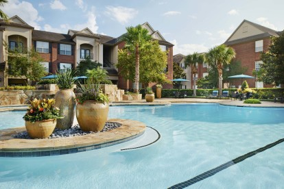 Beach front entry pool with lap lane and wifi