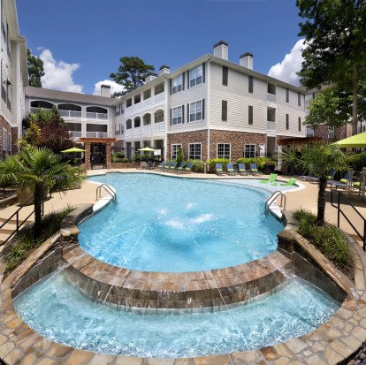 Salt water pool with water feature