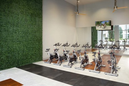Spin bikes with an on-demand virtual trainer