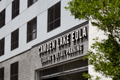 Leasing and retail parking garage entrance at Camden Lake Eola.