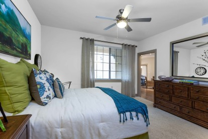 Bedroom with lighted ceiling fan and baseboard molding