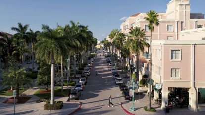 Enjoy living in the heart of boca with great walkability