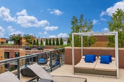 Metro rooftop entertainment lounge view of washington monument