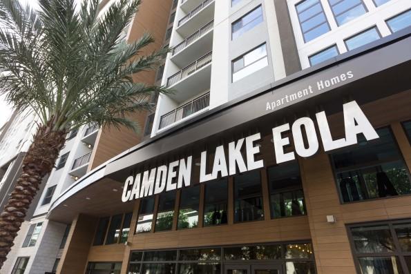 Welcome home to Camden Lake Eola.